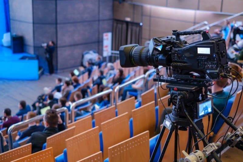 Transmisja wydarzeń, livestreaming, szkolenia online, wideokonferencje